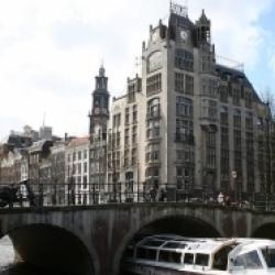 Een rondvaartboot in de Amsterdamse Keizersgracht